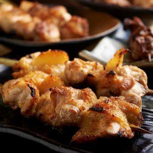 焼き鳥をはじめ人気の鶏料理が食べ放題で楽しめる川口の居酒屋「とりいちず」